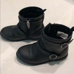 Little girls ankle boots.